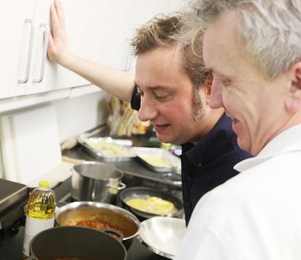 Stevan und Jochen beim Abschmecken